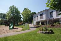 Villa Kunterbunt mit Spielplatz